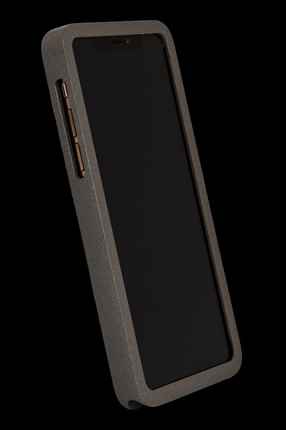 Strålningsskyddande mobilskal i granite grey aluminium från RP of Sweden