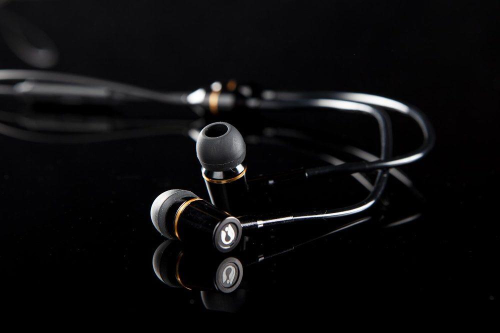 headphones_black3
