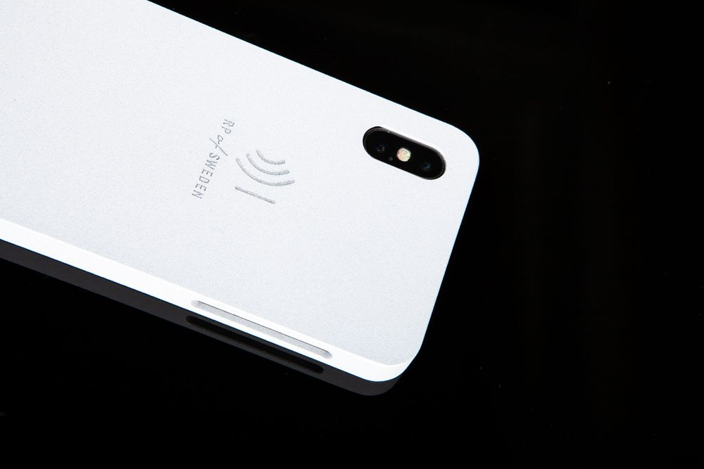 Strålningsskyddande mobilskal, white ice aluminium, från RP of Sweden